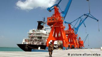 Frachter im Tiefseehafen von Gwadar (Foto: XINHUA)