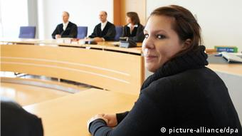 The plaintiff, Sarah P., sitting in the regional court in Hamm. (Photo: Bernd Thissen/dpa/dpa)