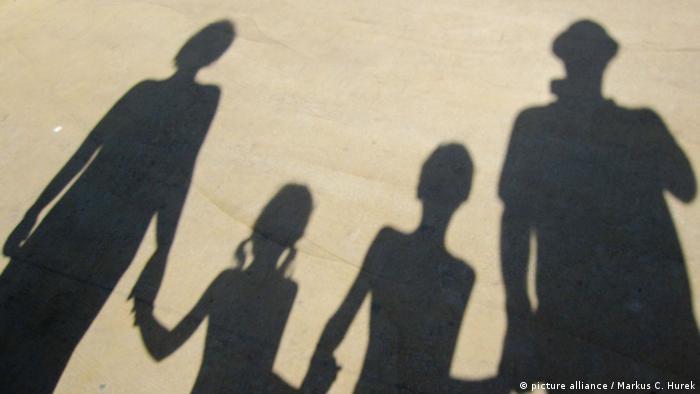 Familie Schatten Symbolbild Hand