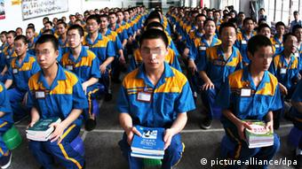 Young Chinese inmates attend a book donation ceremony at an underage labor camp in Fuzhou city, southeast Chinas Fujian province, 16 June 2009. (Photo: dpa)