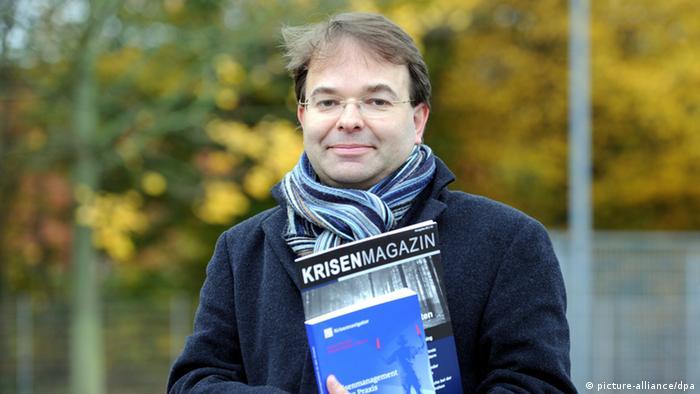 Der Krisenforscher Frank Roselieb, der Leiter des Instituts für Krisenforschung in Kiel (Foto: Carsten Rehder/dpa)