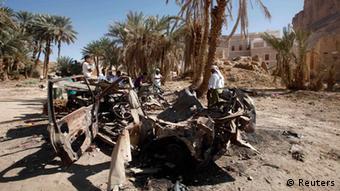 Ein von einer US-Drohne zerstörtes Auto in der jemenitischen Provinz Hadhramout (Foto: REUTERS/Khaled Abdullah)