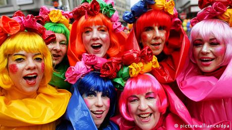 Women celebrating Weiberfastnacht in Cologne, Copyright: picture-alliance/dpa