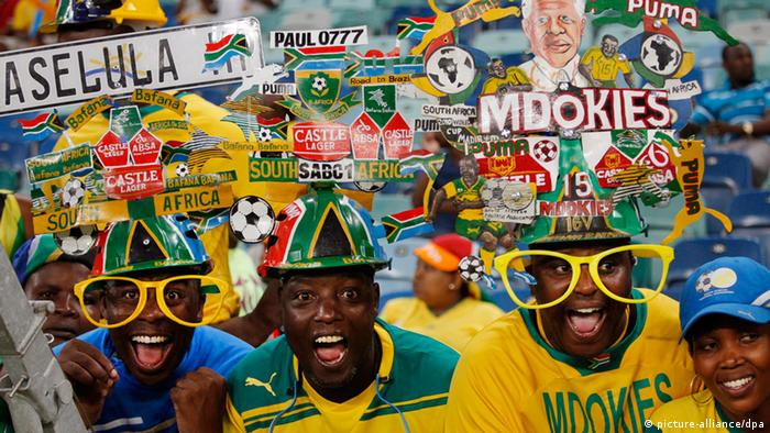 Football fans at the Africa Cup of Nations 2013 (picture-alliance/dpa)