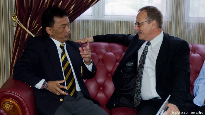 Ermittler und der vizepräsident des malaiischen fußball verbandes