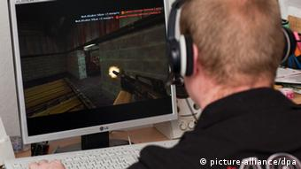 A young German playing Counterstrike Photo: Patrick Pleul +++(c) dpa - Report+++