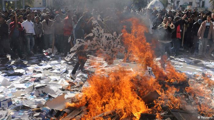 Demonstrators burn documents of the Ennahda party, outside the party's headquarters, during a demonstration in Gafsa February 6, 2013. Thousands of Tunisians demonstrated outside the Interior Ministry headquarters following the slaying of secular opposition leader Chokri Belaid. REUTERS/Stringer (TUNISIA - Tags: POLITICS CIVIL UNREST)