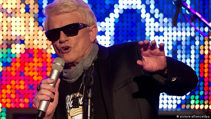 Heino singing on stage (c) picture-alliance/dpa