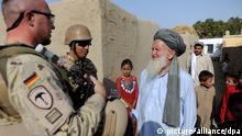Afghanistan Deutschland Bundeswehr Soldaten Kontakt mit Bevölkerung