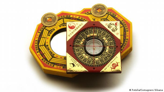 Symbolbild Fengshui Feng Shui Kompass (Fotolia/Comugnero Silvana)