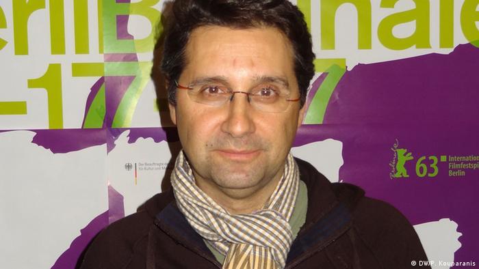 Zu sehen ist der des griechische Regisseur Thanos Anastopoulos, der im Forum der Berlinale mit seinem Film I kori vertreten ist. Bild: DW/Panagiotis Kouparanis Aufgenommen am 8.2.2013 in Berlin