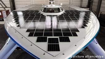 Boat with solar panels. Photo: Carsten Rehder dpa/lno