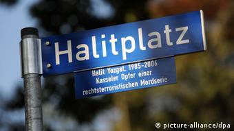 The street sign for Halitplatz Photo: Uwe Zucchi dpa/lhe