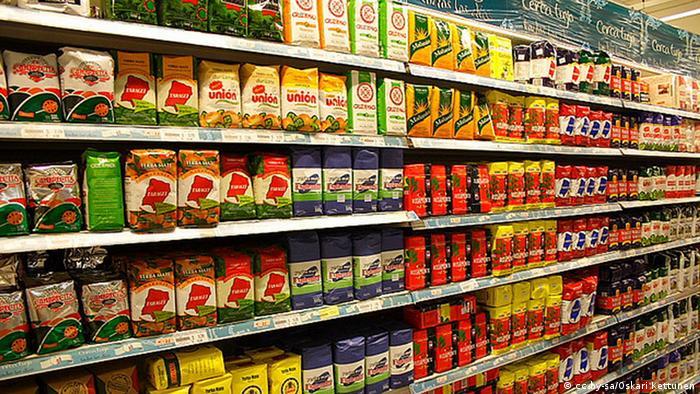Argentinien Mate-Tee Supermarktregal