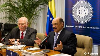 El exministro de Planificación, Jorge Giordani (izq.), junto al presidente del Banco Central de Venezuela, Nelson Merentes.