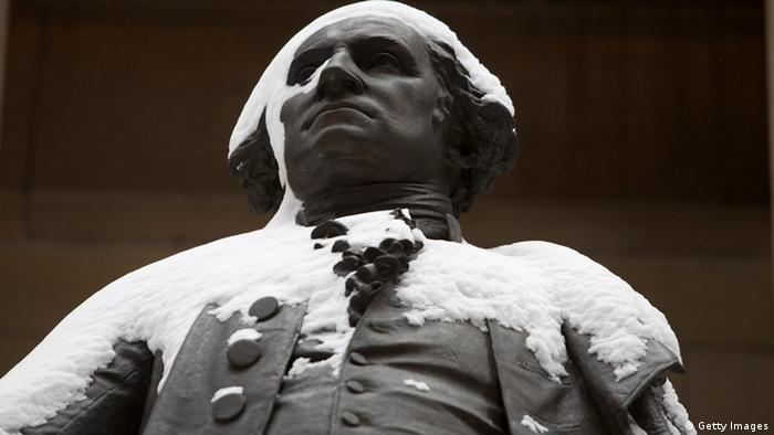 Die schneebedeckte Statue von George Washington in New York city. (Foto:Getty Images)
