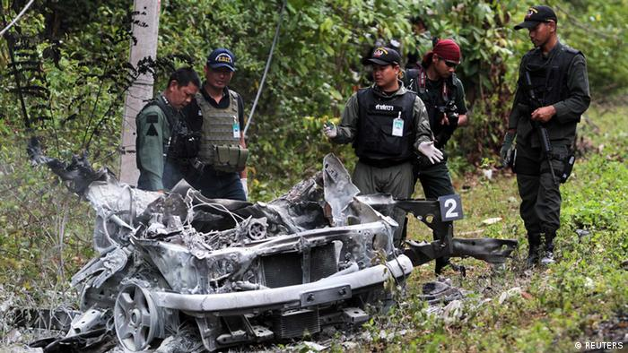 Policemen and rescue workers gather at the site of an attack on army in the troubled southern province of Yala February 10, 2013. (Photo: REUTERS/Surapan Boonthanom)