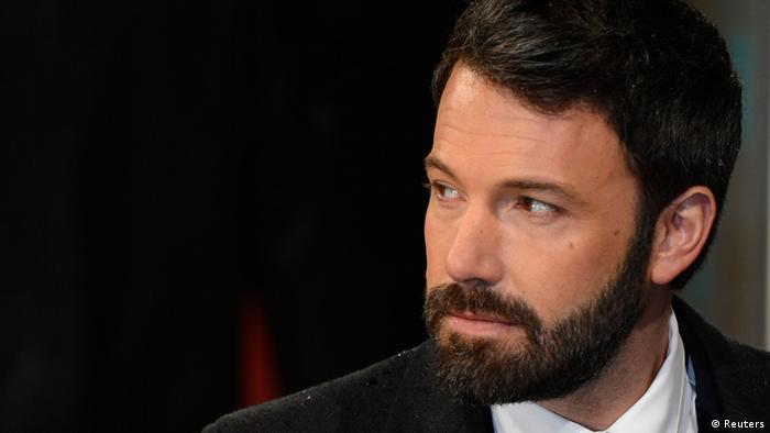 Ben Affleck poses as he arrives for the British Academy of Film and Arts (BAFTA) awards ceremony at the Royal Opera House in London February 10, 2013. REUTERS/Paul Hackett (BRITAIN - Tags: ENTERTAINMENT) (BAFTA-ARRIVALS)