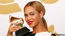 Beyonce poses with her award for Best Traditional R&B Performance for Love On Top backstage at the 55th annual Grammy Awards in Los Angeles, California February 10, 2013. REUTERS/Mario Anzuoni (UNITED STATES - Tags: ENTERTAINMENT) (GRAMMYS-BACKSTAGE)