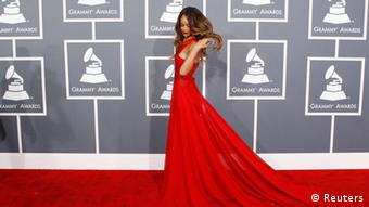 Singer Rihanna arrives at the 55th annual Grammy Awards in Los Angeles, California February 10, 2013. REUTERS/Mario Anzuoni (UNITED STATES - Tags: ENTERTAINMENT) (GRAMMYS-ARRIVALS)