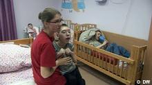 Screenshot DW Behinderte Waisen in Russland
