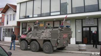 Doria ya kikosi cha NATO -KFOR katika mji wa kaskazini wa Mitrovica nchini Kosovo.