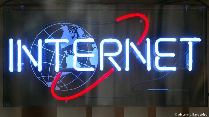 Symbolbild Internet, Internetcafe, Interaktiv