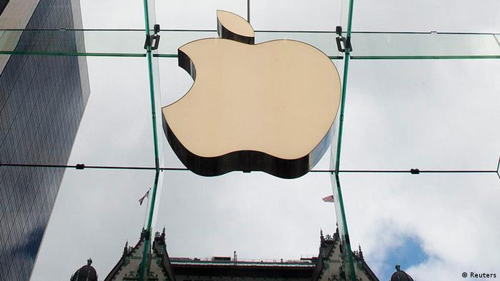 The Apple logo hangs in a glass enclosure above the Fifth Avenue Apple Store in New York (Photo: REUTERS/Lucas Jackson/Files)