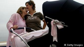 Symbolbild Lesbisches Paar Frankreich Homoehe