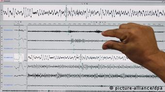 A computer shows graphs of a seismic activity originating from North Korea and recorded by the Philippine Institute of Volcanology and Seismology-Department of Science and Technology (Phivolcs-DOST), as viewed by Director Renato Solidum at a monitoring office in Quezon City, east of Manila, Philippines 12 February 2013. North Korea confirmed it carried out an atomic test on 12 February, after foreign monitors reported a seismic shock in the country. (recroped version) EPA/ROLEX DELA PENA +++(c) dpa - Bildfunk+++