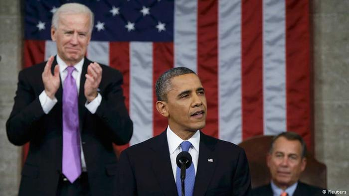 U.S. President Barack Obama (C), flanked by Vice President Joe Biden (L) and House Speaker John Boehner (D-OH), delivers his State of the Union speech on Capitol Hill in Washington, February 12, 2013. REUTERS/Charles Dharapak/Pool / Eingestellt von wa