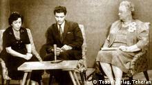 Dr. Mehrangiz Manuchehrian, war Juristin und wurde 1963 als erste iranische Frau im Senat berufen. Sie war Mitglied des internationalen Vereins der Juristinnen. Bild: hier mit Wailla Smith (rechts) bei einer Radioaufnahme, wahrscheinlich 1957. Copyright: Tosse Verlag, Teheran