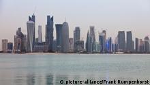 Blick auf die Skyline von Doha, der Hauptstadt von Katar, aufgenommen am 13.05.2011. Katar wird die Fifa Fußball-Weltmeisterschaft im Jahr 2022 ausrichten -- View of the skyline of Doha, the capital city of Qatar, taken May 13, 2011. Qatar is to host the Fifa World Cup in the year 2022. Photo: Frank Rumpenhorst dpa