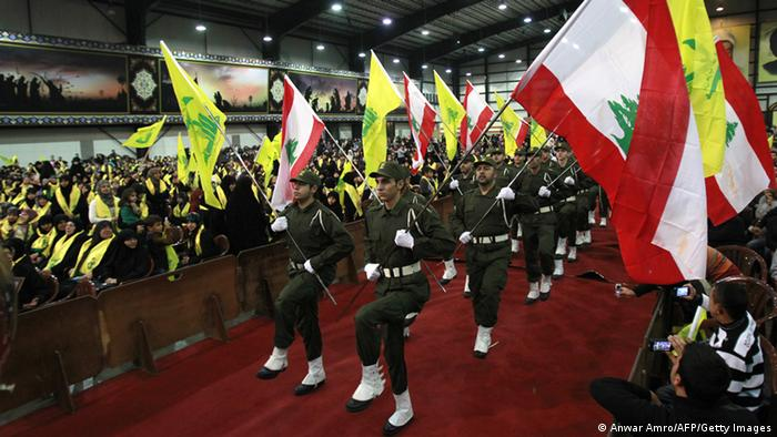 Members of the militant Shiite Muslim group Hezbollah wave the Lebanese flag (Photo: ANWAR AMRO/AFP/Getty Images)