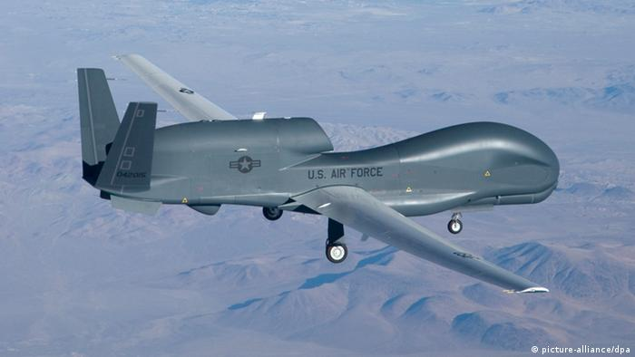 Drone americano do tipo Global Hawk durante sobrevoo