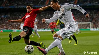 Real Madrid's Cristiano Ronaldo (R) fight for the ball with Manchester United's Varane