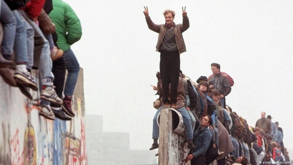Dita kur Muri i Berlinit u rrёzua