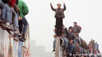 Berlin Maueroeffnung am Potsdamer Platz 1989