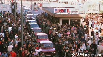 Поток восточных немцев на запад после падения Берлинской стены
