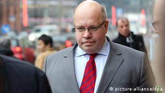 Environment Minister Peter Altmaier (CDU) in front of the Environment Ministry in Berlin. Photo: Kay Nietfeld/dpa