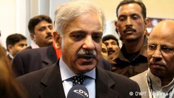 شہباز شریف سب سے بڑے صوبے پنجاب کے وزیر اعلیٰ ہیں جبکہ اُن کے بڑے بھائی نواز شریف ملک کے وزیر اعظم ہیں
