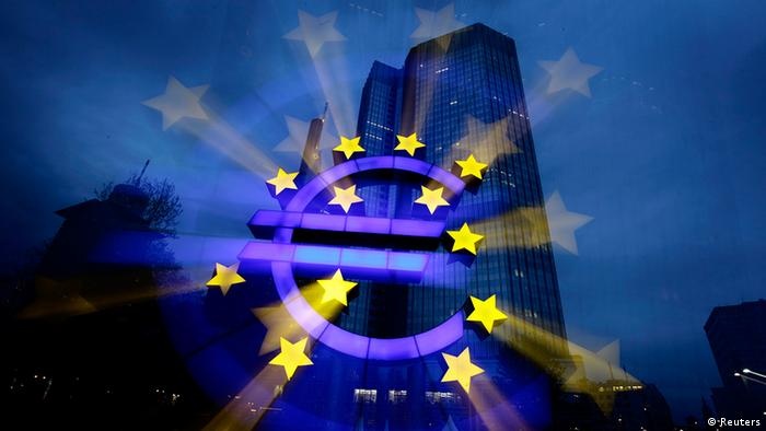 File picture shows a zoom-in image of the illuminated euro sign in front of the headquarters of the European Central Bank (ECB) in Frankfurt April 5, 2011. The euro tumbled to a three-week low against the dollar and plunged against the yen on February 14, 2013 after data painted a dismal picture of the euro zone's economy, raising the chances of European Central Bank monetary policy action. Picture taken April 5, 2011. REUTERS/Kai Pfaffenbach/File (GERMANY - Tags: BUSINESS)