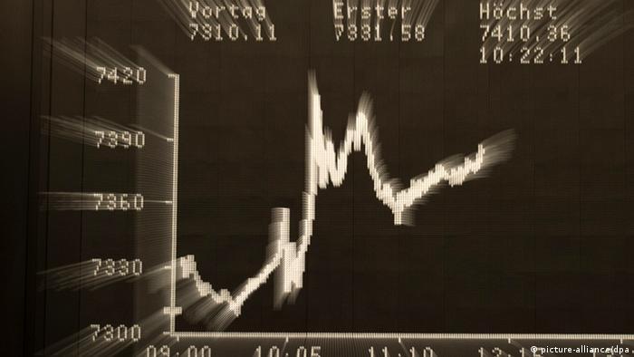 DAX-Kurve auf der Anzeigentafel an der Börse in Frankfurt am Main (Foto: dpa)