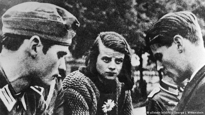 White Rose members Hans Scholl (left), Sophie Scholl and Christoph Probst in July 1942