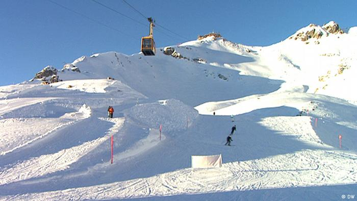 Discover Germany - Allgäu - snowy piste in sunshine