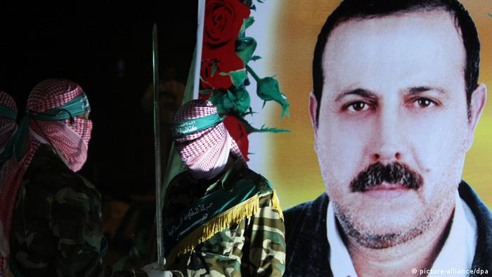 A photograph made available 23 March 2010 shows a large poster with the imate of the assassinated Hamas commander Mahmoud al-Mabhouh (Photo: /ABED RAHIM KHATIB/EPA/dpa)