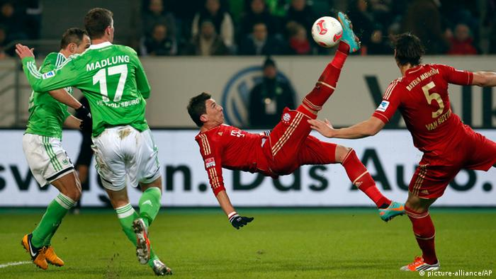 Bayern's Mario Mandzukic of Croatia scores his side's opening goal during the German first division Bundesliga soccer match between VfL Wolfsburg and FC Bayern Munich in Wolfsburg, Germany, Friday, Feb. 15, 2013. (Photo: AP/Michael Sohn)