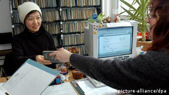 Студентка в ведомстве по делам иностранцев