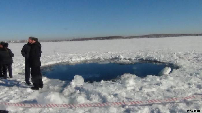 Meteoriteneinschlag am See Tschebarkul in Russland
