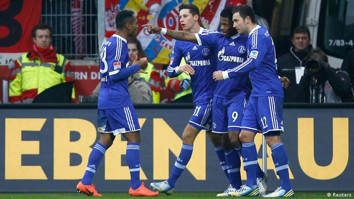 Schalke 04's Raffael (L-R), Julian Draxler, Michel Bastos and Marco Hoeger celebrate a goal against FSV Mainz 05 during their German first division Bundesliga soccer match in Mainz February 16, 2013. REUTERS/Lisi Niesner (GERMANY - Tags: SPORT SOCCER) DFL RULES TO LIMIT THE ONLINE USAGE DURING MATCH TIME TO 15 PICTURES PER GAME. IMAGE SEQUENCES TO SIMULATE VIDEO IS NOT ALLOWED AT ANY TIME. FOR FURTHER QUERIES PLEASE CONTACT DFL DIRECTLY AT + 49 69 650050